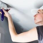 Как правильно покрасить потолок без ошибок