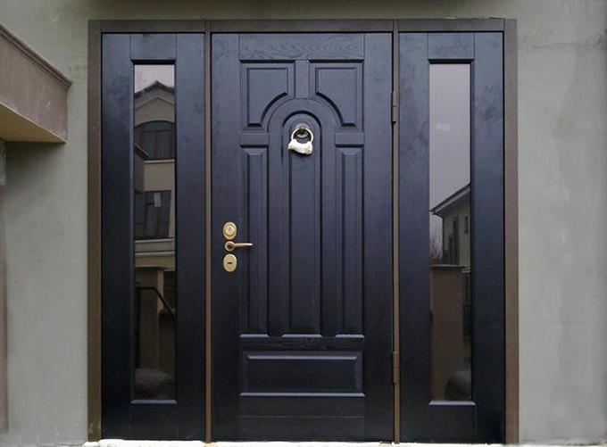 vxodnye-dveri-modnye-modeli-etogo-goda