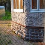 Цокольный сайдинг под камень — качественные характеристики материала
